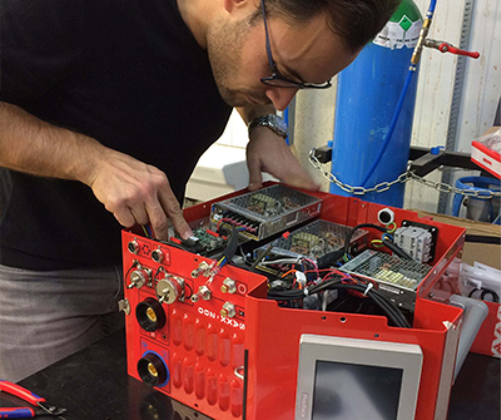 How many axes on a welding power supply?