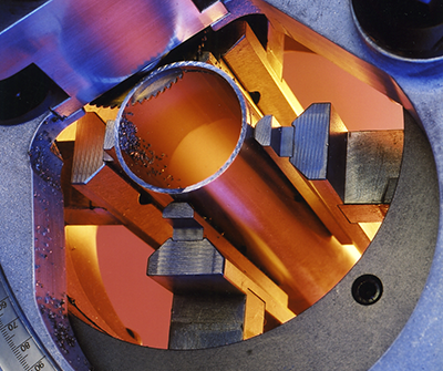 Orbital cutting: the choice of concentric clamping of the tube